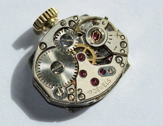 Грижа за механичен часовник