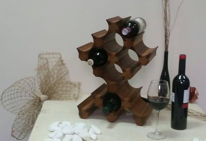 Стойка за вино от дърво