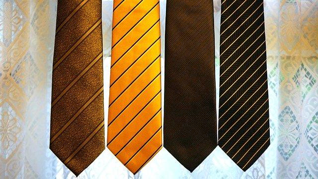 Раирана вратовръзка