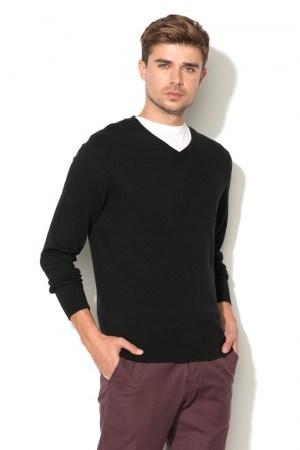 Пуловер с V-образно деколте