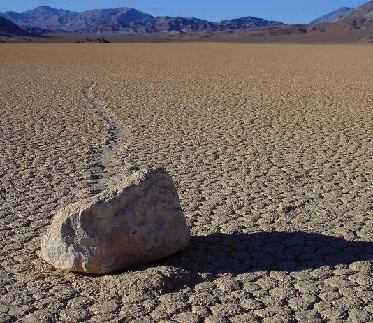 Движещите се камъни в долината на смъртта