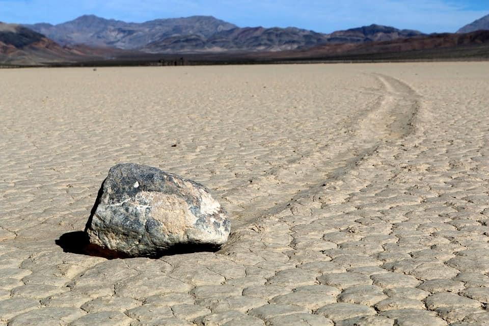 Движещите се камъни в Пистовия плаж